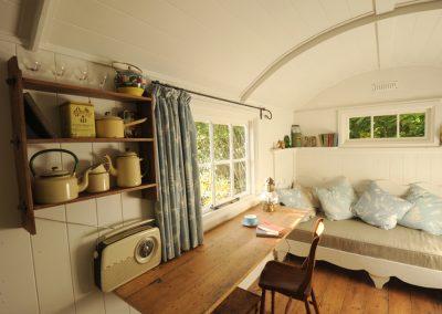 Garden-room-shepherd-hut-Sussex
