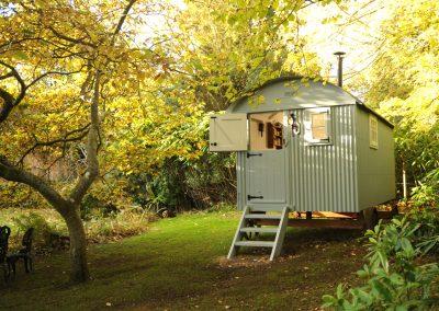 Garden-room-shepherd-hut-in-rural-Sussex
