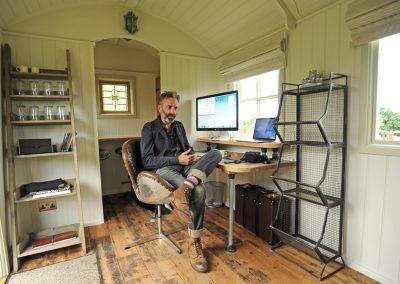 Office Shepherd hut Roundhill