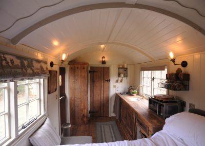 Roundhill-Mill-hut-3