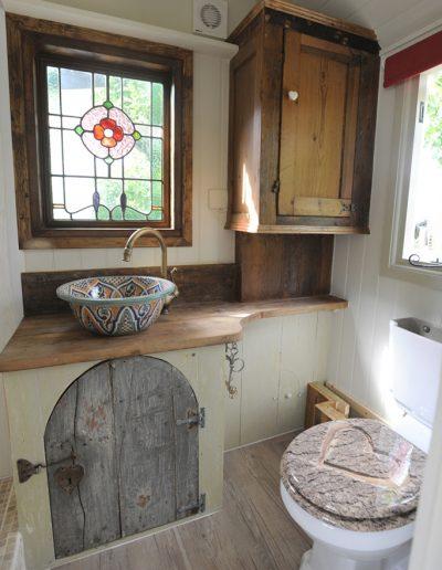 Roundhill Shepherd Huts shower room