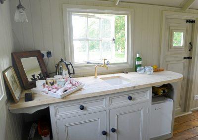 Roundhill-Shepherd-hut-kitchen-1