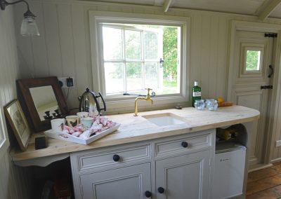 Roundhill Shepherd hut kitchen