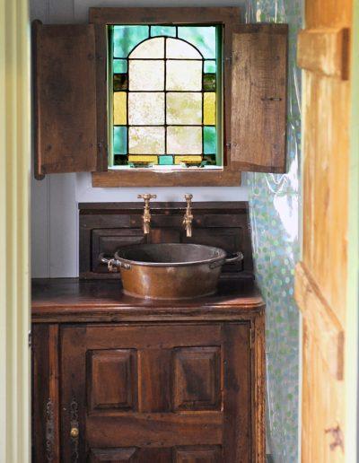 Roundhill shepherd hut shower room