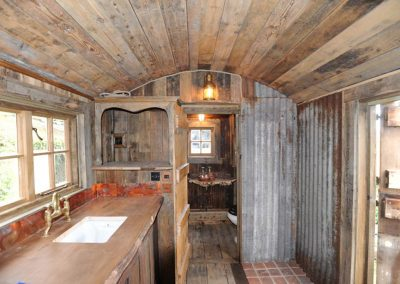 Rustic-cabin-shepherd-hut-1