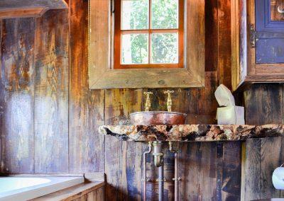 Rustic-cabin-shepherd-hut-5