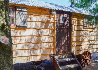 Rustic-cabin-shepherd-hut-6