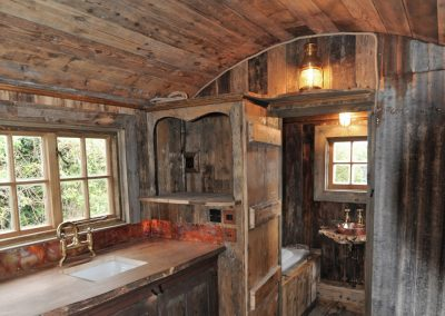Rustic-cabin-shepherd-hut-9