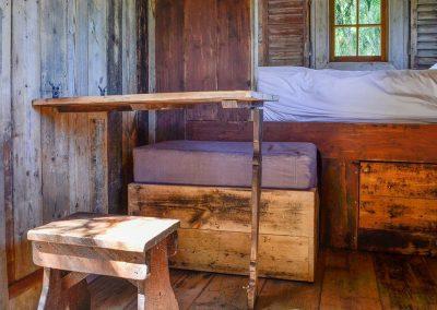 Rustic-countrsy-cabin-shepherd-hut-1