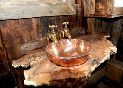Woodland Rustic hut 4