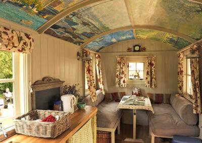 gallery-hut-at-bignor-interior