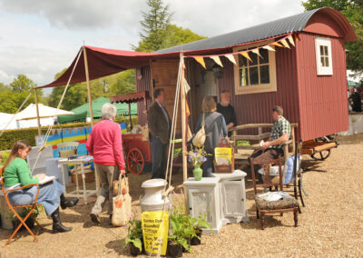 shepherd-hut-at-bignor-floral-fringe-fair-1
