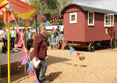 shepherd-hut-at-bignor-floral-fringe-fair-10
