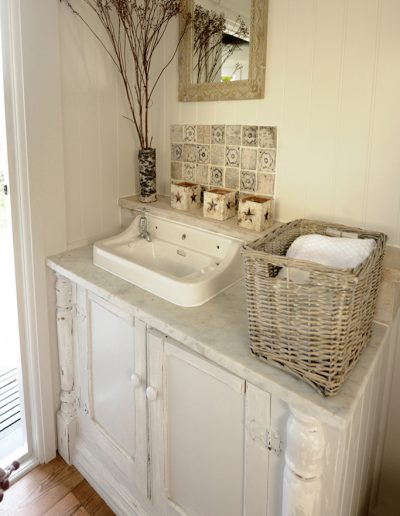 shepherd's hut shower room